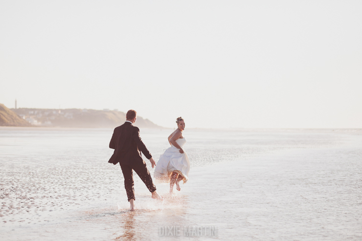 seance sur la plage, seance jour apres, seance day after, trash the dress, nord-pas-de-calais, photographe mariage nord-pas-de-calais, dixie martin photography, dixie martin photographe, photo mariage gravelines, photo mariage tardinghen, photo mariage la plage, photo mariage jardin, photo mariage cap blanc nez